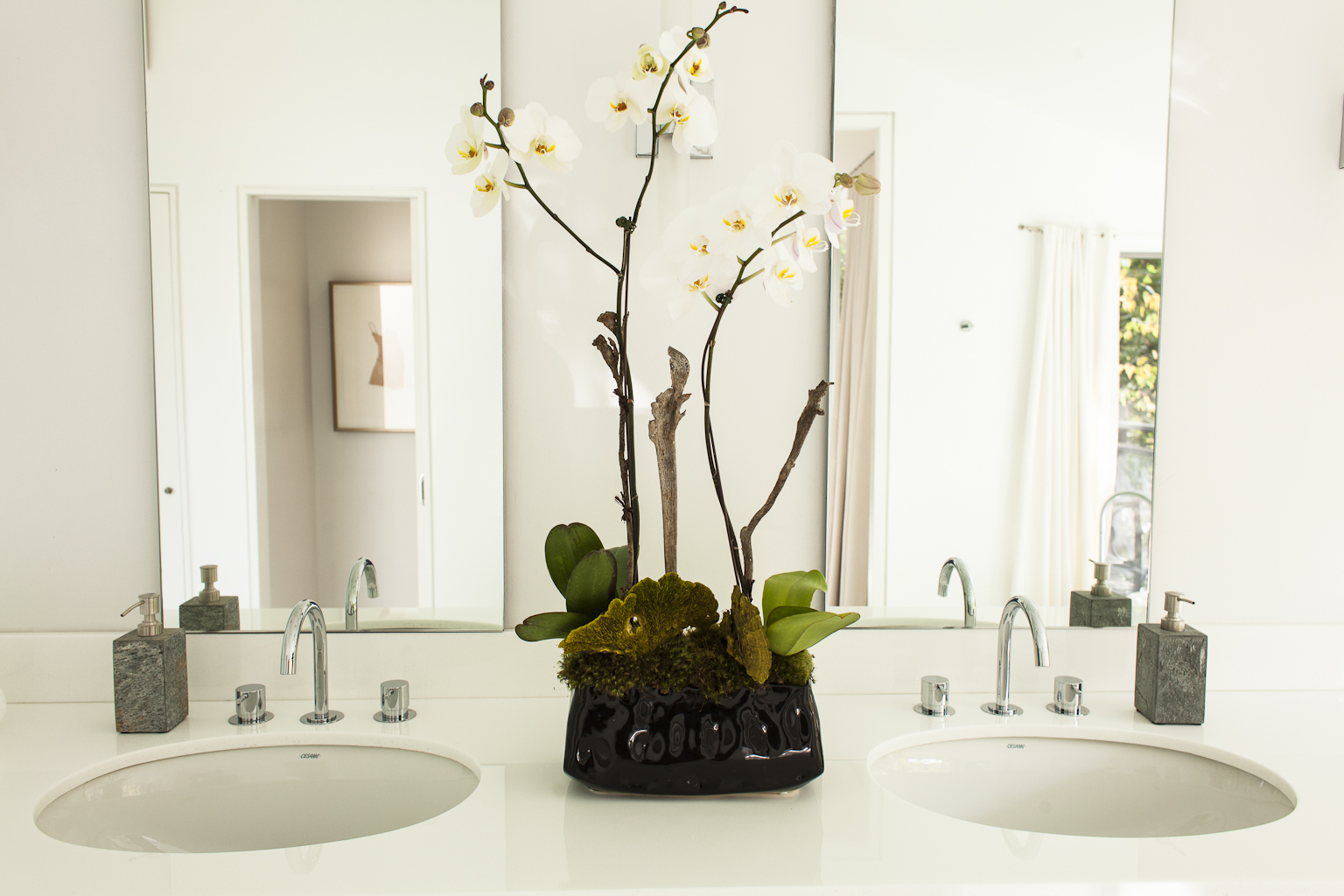 Fresh floral leaves this bathroom feeling hotel chic and inviting.