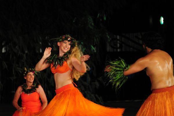 Rachel Smith Tahiti Hula.jpg