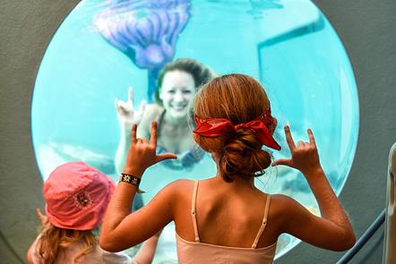 Underwater Mermaid Show with Kids at Aquarium