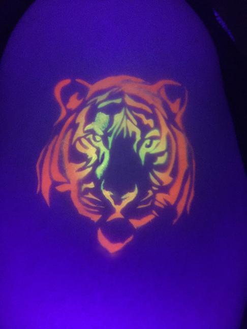 Blacklight Airbrush - Tiger.jpg