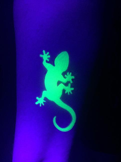 Blacklight Airbrush - Lizard.jpg