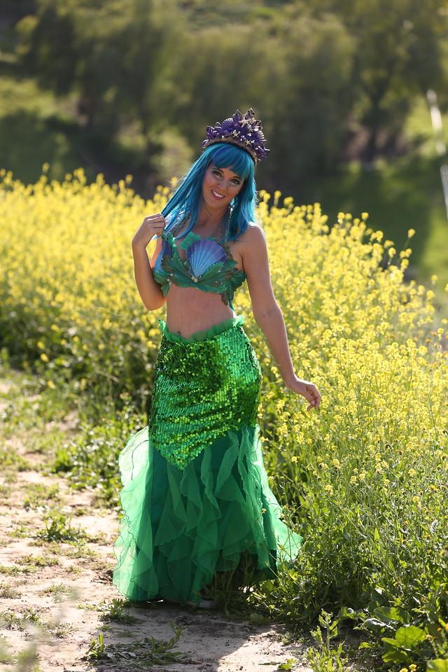 Mermaid Hilo 2 - Walking Skirt Los Angeles Mermaid Party Character Entertainment.jpg