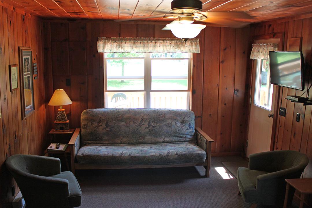 Cabin 7 LR 2017.jpg