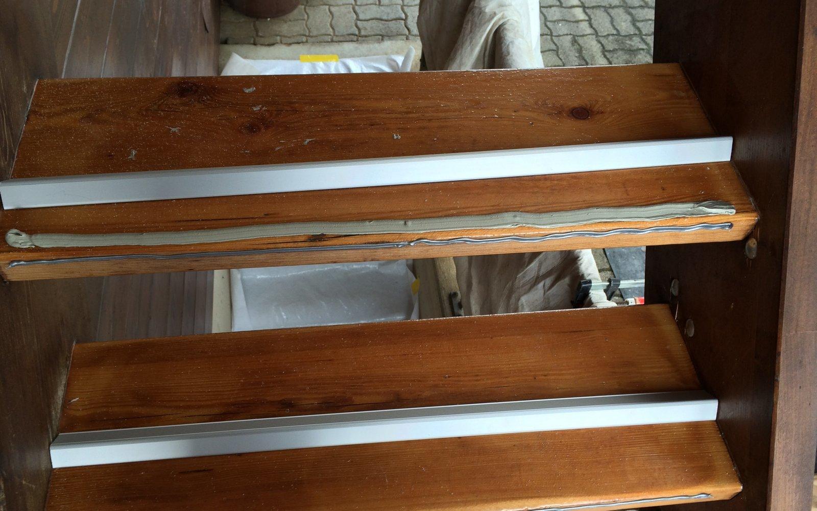 Rutschfeste Beschichtung auf Holztreppe