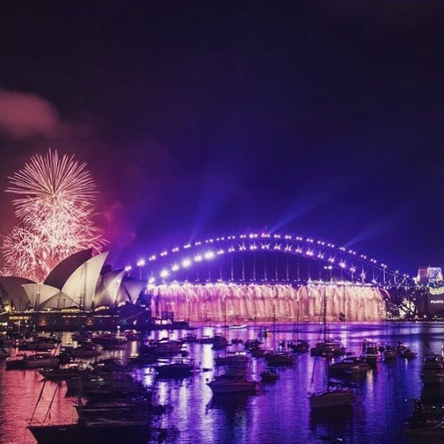 Love this awesome shot from my friend @rockowsaurus who already rang in the new year in beautiful Sydney, Australia 🎉 #happynewyear #sydney #lovetotravel