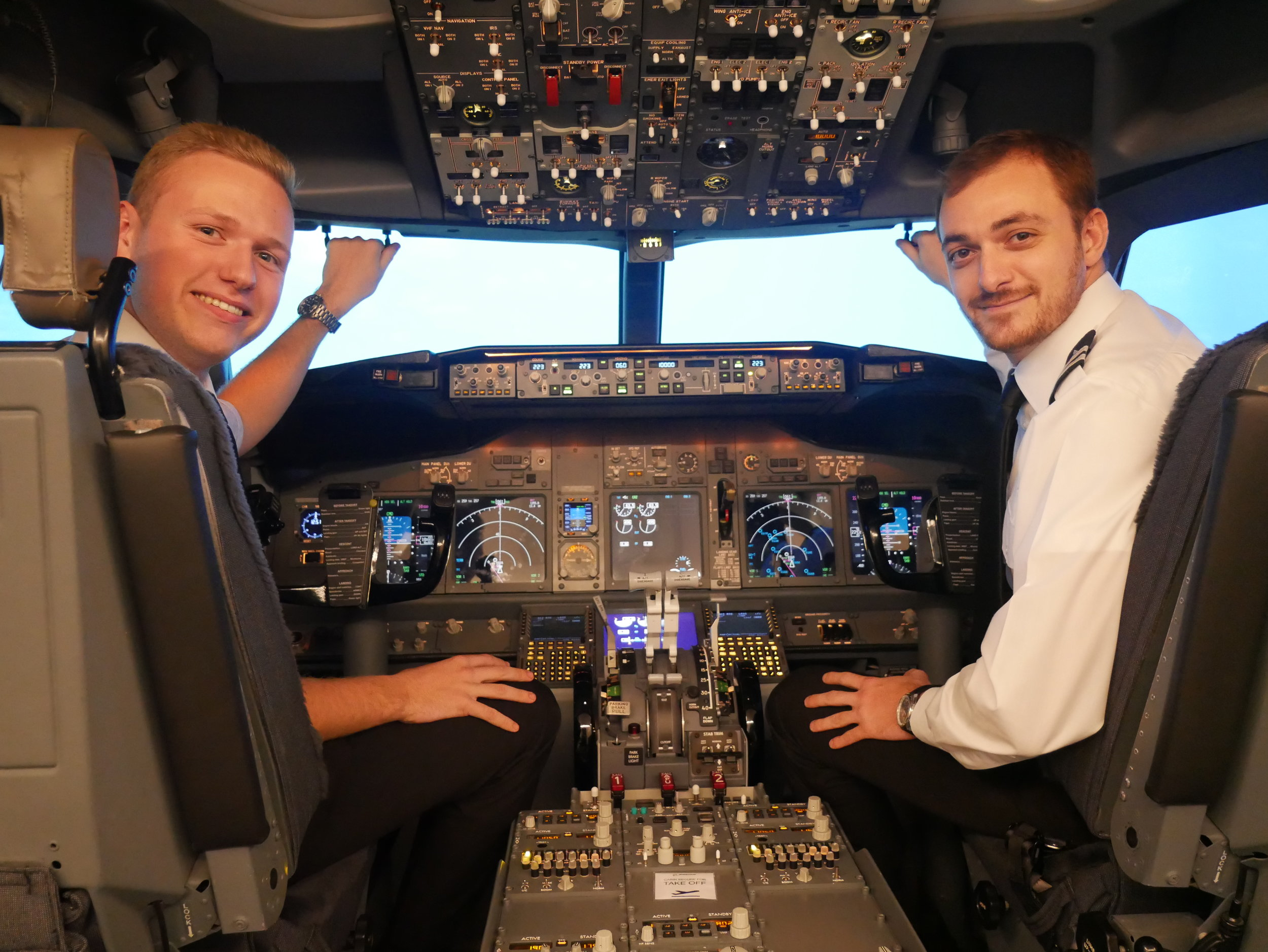 Daniele (right) and his training co-pilot Simon. Since graduating our APS MCC course in 2018 both have furthered their airline careers, with Daniele at Ryanair and Simon at Flybe.