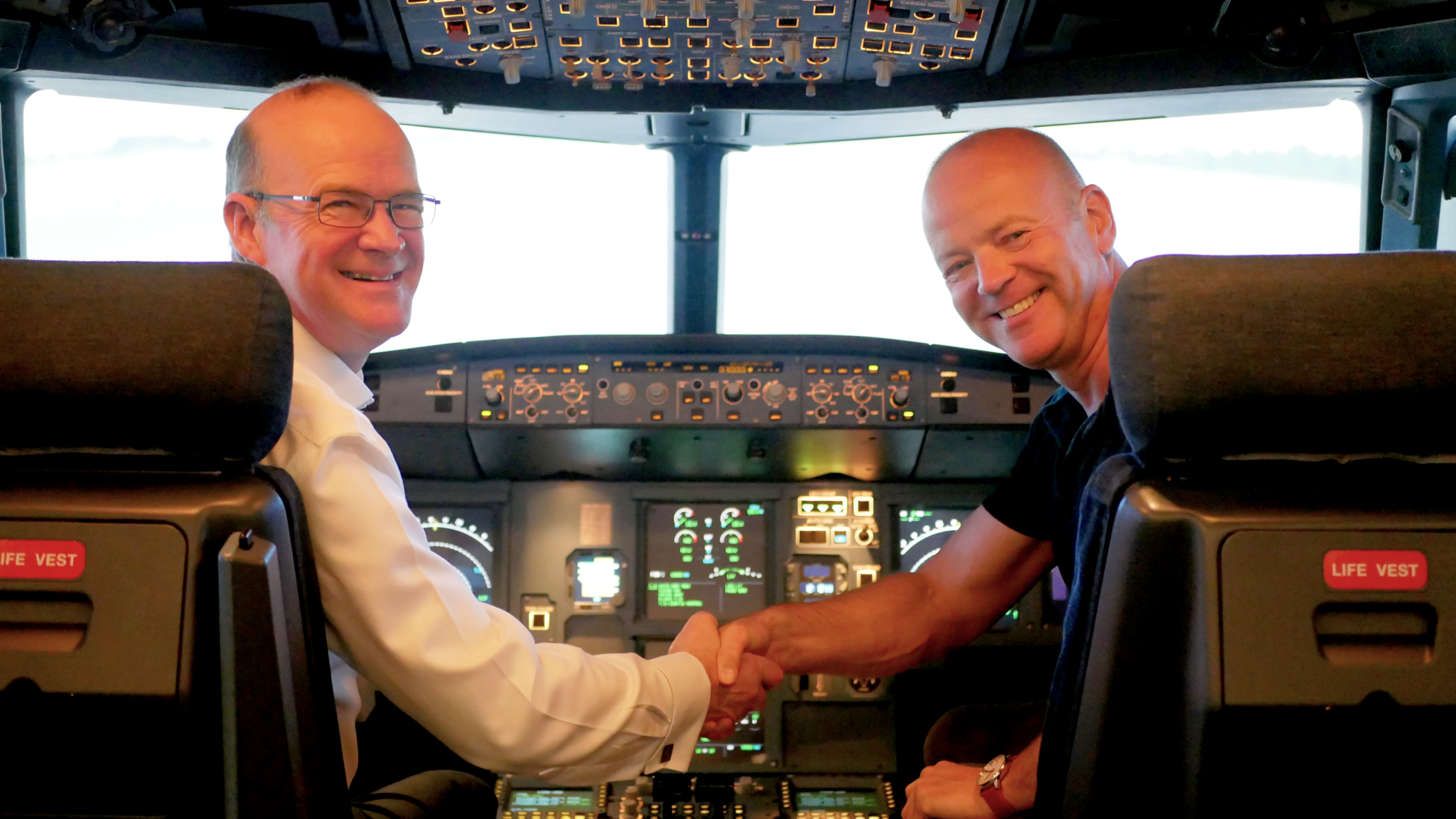 Andy McFarlane (left) of Leading Edge Aviation and Anthony Petteford (right) of VA Airline Training in the Airbus A320 simulator being used for the very first A320 APS MCC course.