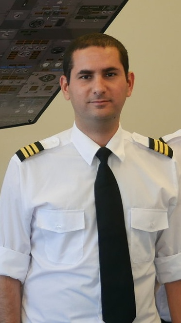 Raz (pictured) completed his APS MCC training with VA Airline Training and quickly went on to secure a position flying the Airbus A320 for one of the largest airlines in Europe.
