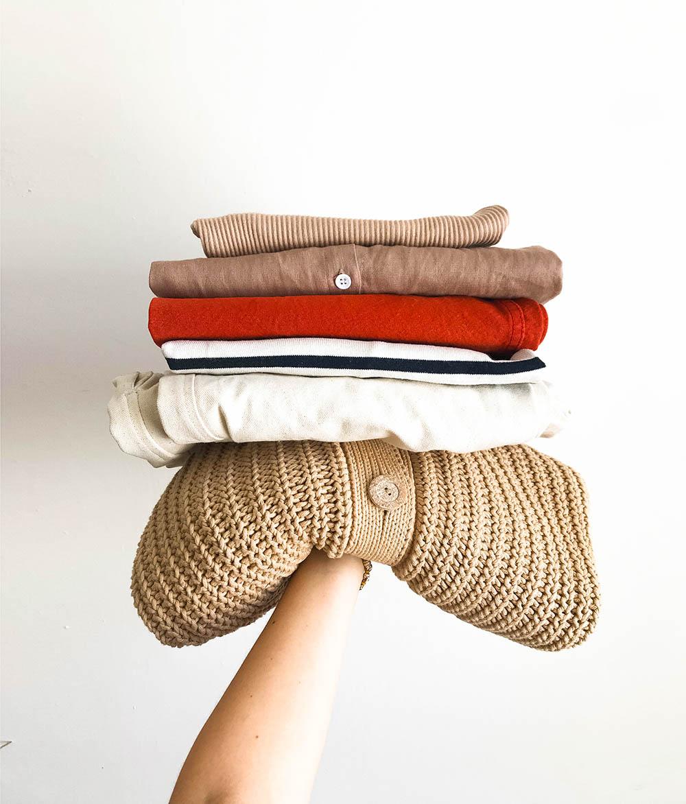 zhora dole: tričko - Uniqlo, šaty z Thajska, nohavice -   Jesse Kamm  , tričko - Armor Lux, nohavice -   Aure  , sveter -   babaà