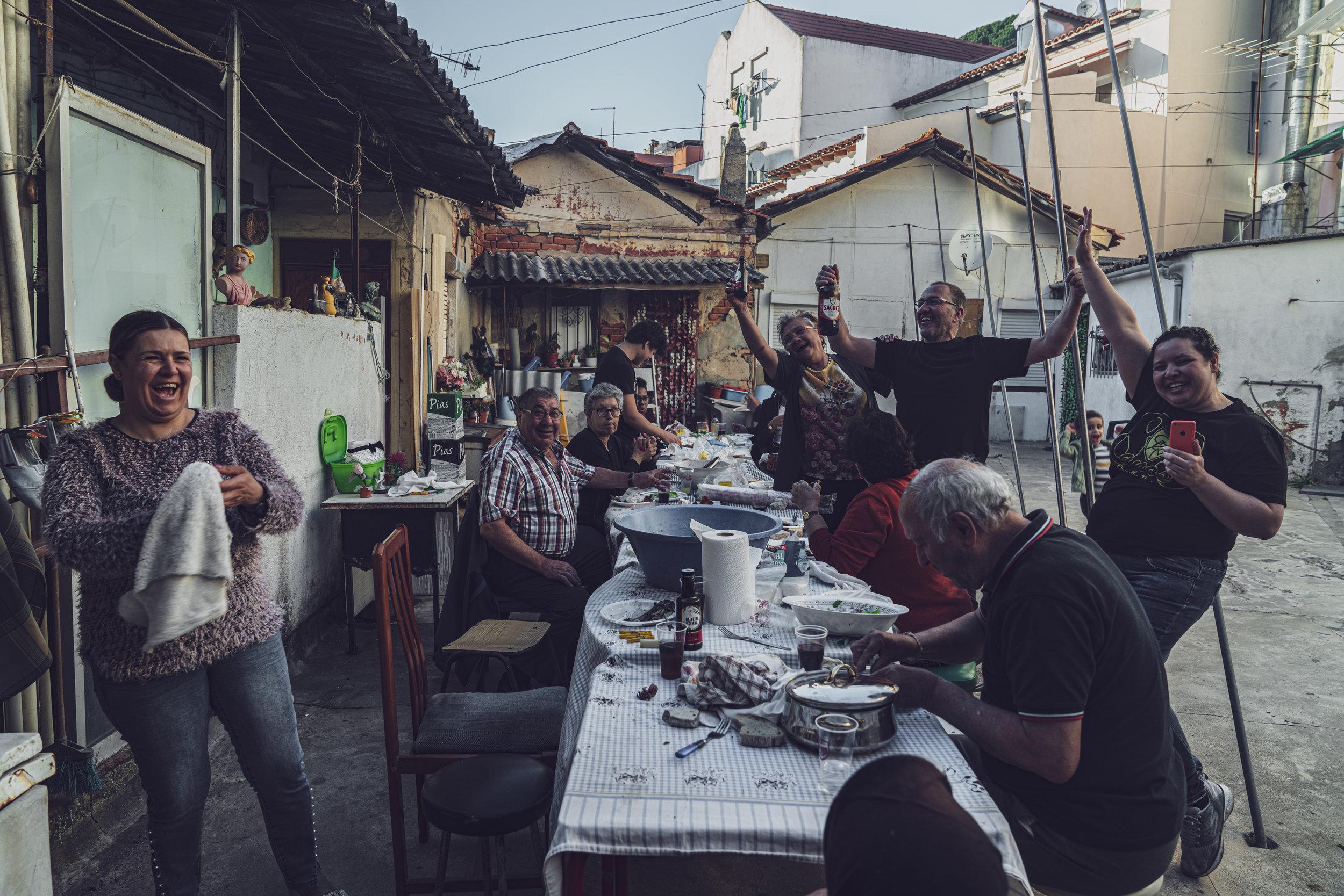A festa no pátio do Largo das Olarias