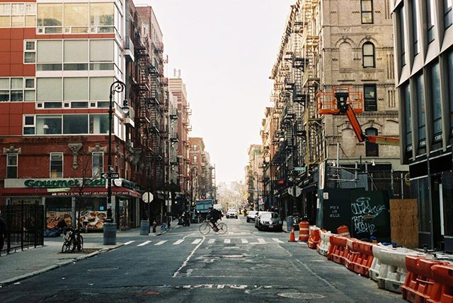 LES expanse 🙌, surprising color and range from film! . . . . . . . . . . . . . . . . #nyc #nyc_explorers #nycstreetphotography #streetshot #streets_storytelling #streetphotography #35mm #nikonf3 #filmisnotdead #filmphotography #film #lowereastside #xtra400