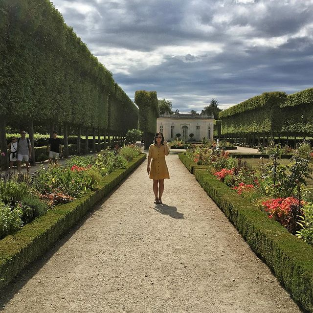 Walkin' around the gardens in Versailles, @belledujour keepin' it real . . . . . . . . . . . . . #chateaudeversailles #palaisdeversailles #jardin #versailles #versaillesgardens