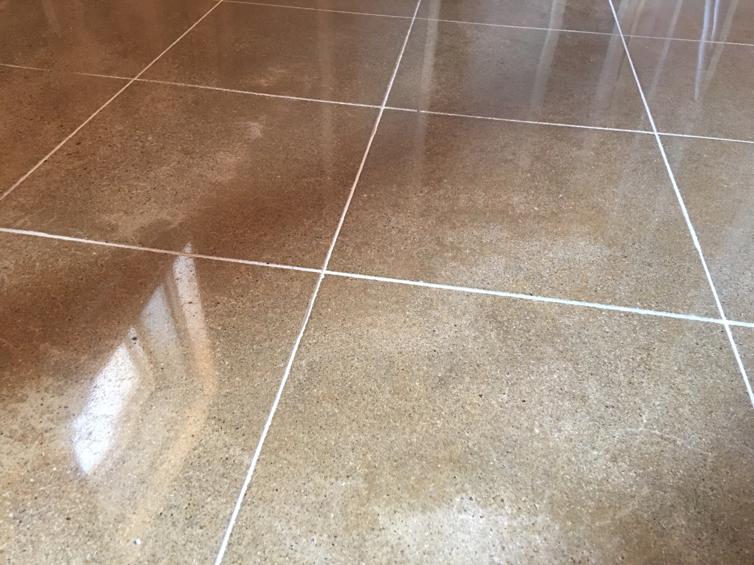 Scoring Lines in Polished Concrete Resembling Tile Grout