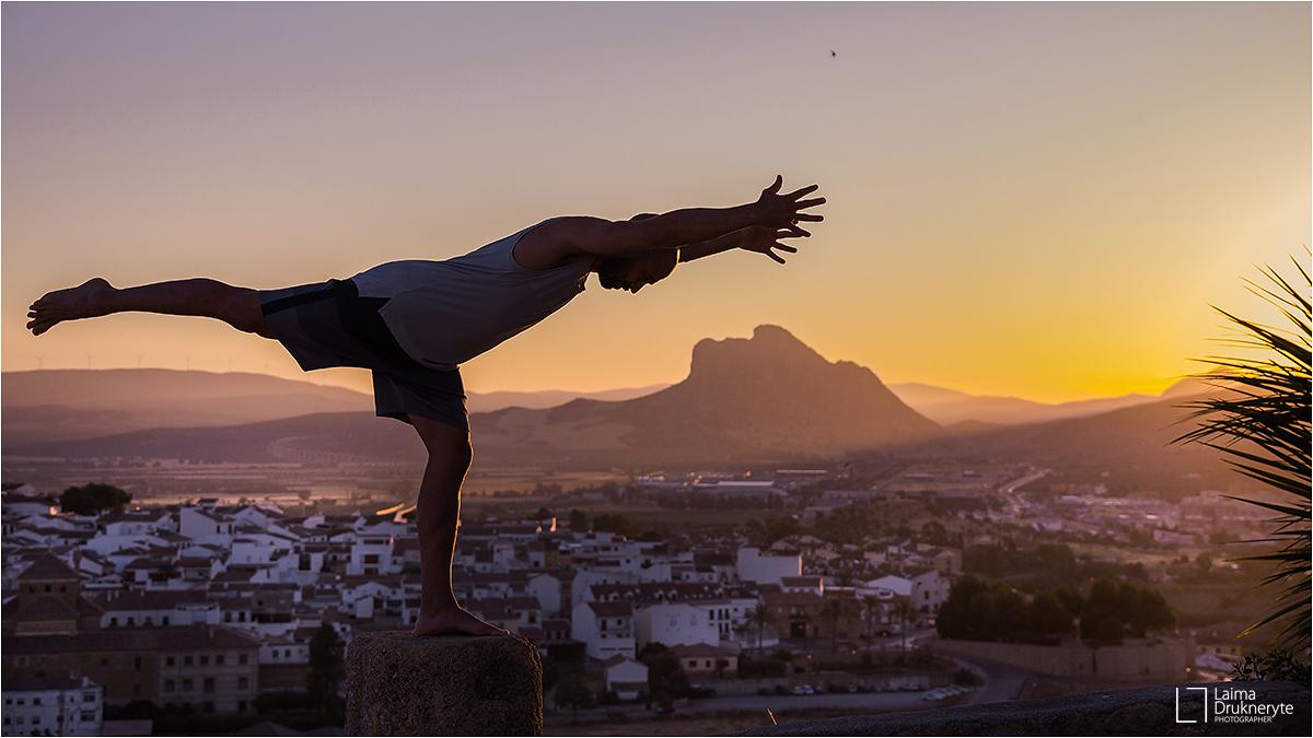 El amanecer de Antequera - En estilo de yoga
