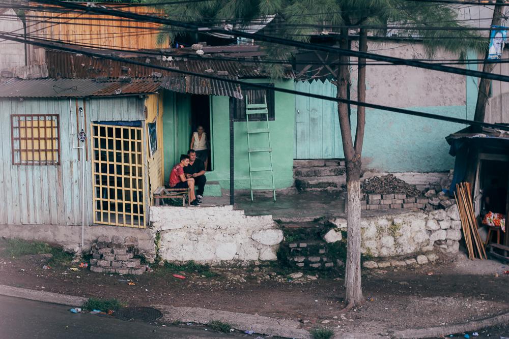 Home outside of the POI center. | Casa afuera del centro de POI.