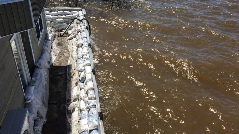 Sandbags holding back floodwater (Eastern Ontario Network, 2018)