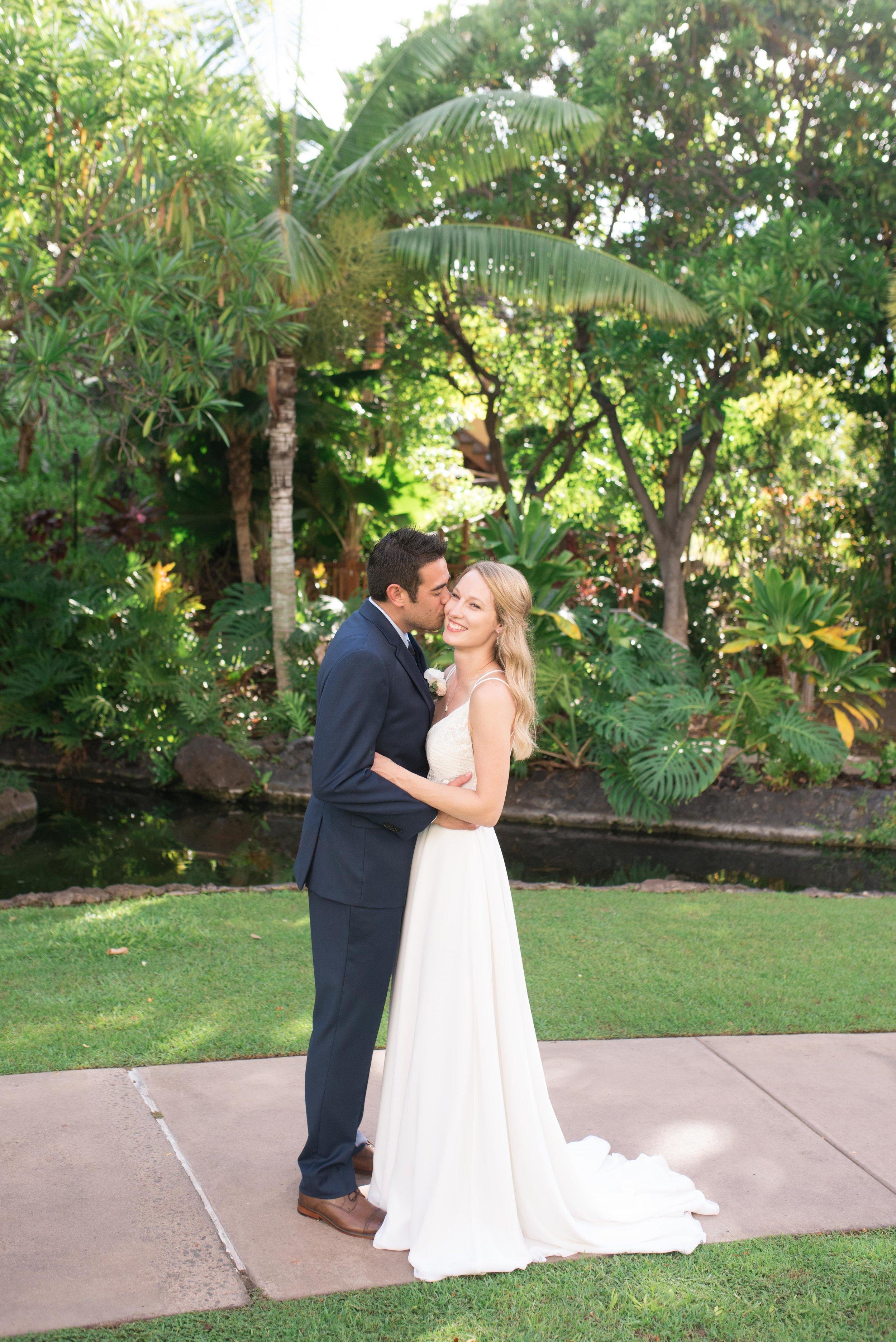 kona hawaii wedding photographer fairmont orchid island beach garden romantic portraits kayla kitts