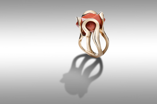 Fata red gold ring with coral