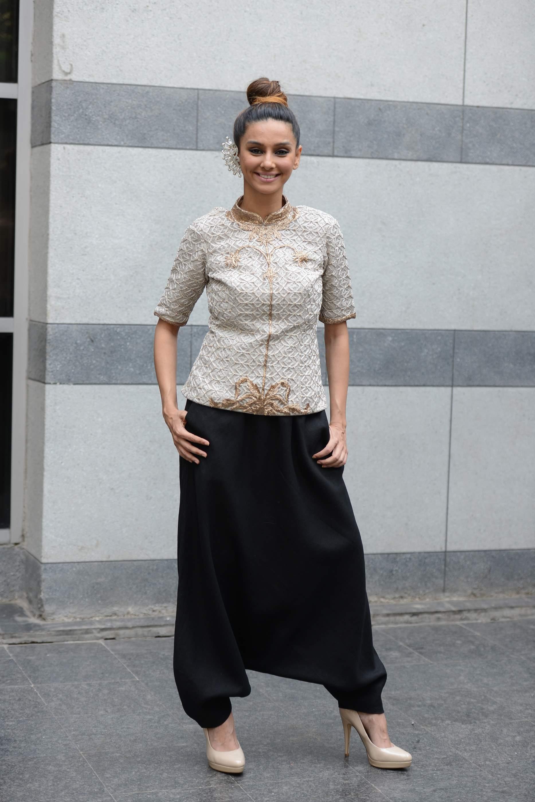 Shibani Dandekar dressed in Lady Sahara by Payal Singhal