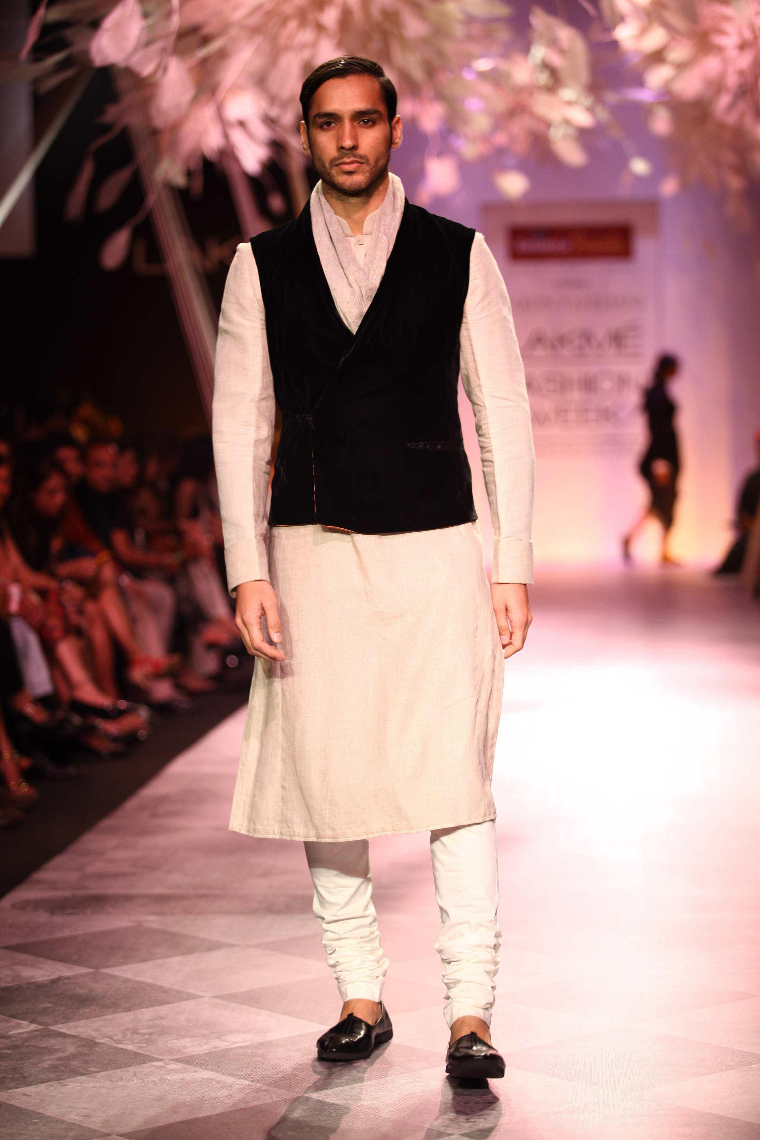 Tarun Tahiliani SS'14 Collection at LFW SR 2014 4.jpg