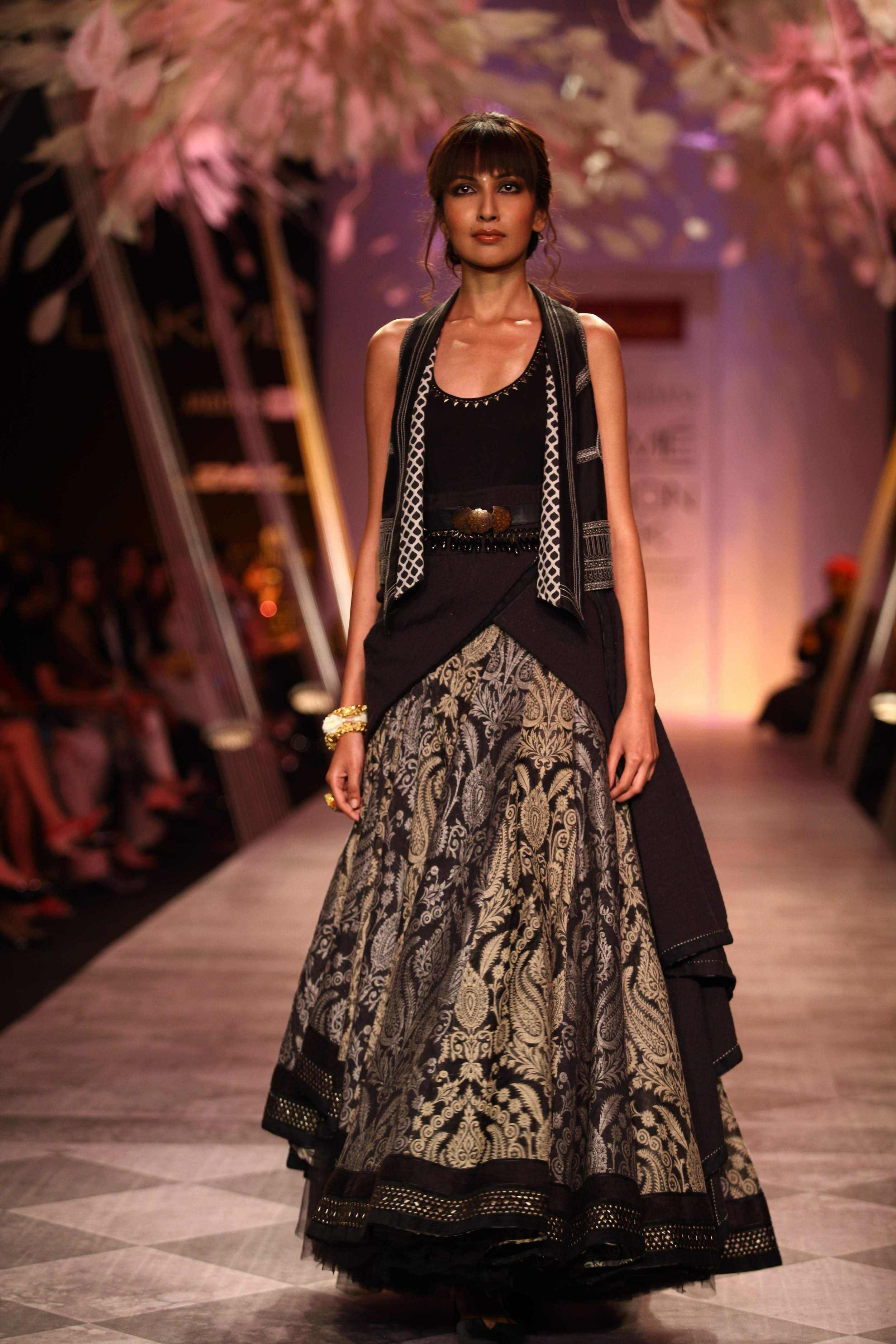 Tarun Tahiliani SS'14 Collection at LFW SR 2014 10.jpg
