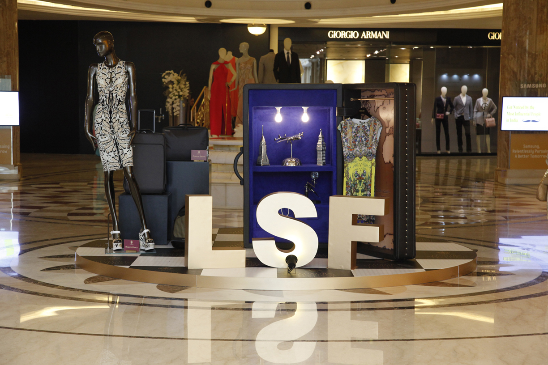 DLF Emporio - Customer Prizes at the  Luxury Shopping Festival '13.JPG