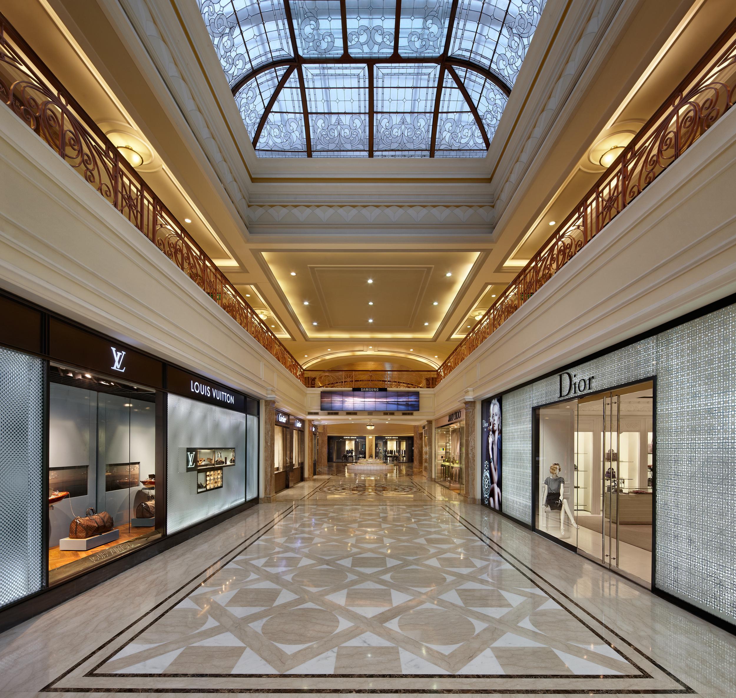 DLF Emporio - Entrance Gallery.jpg