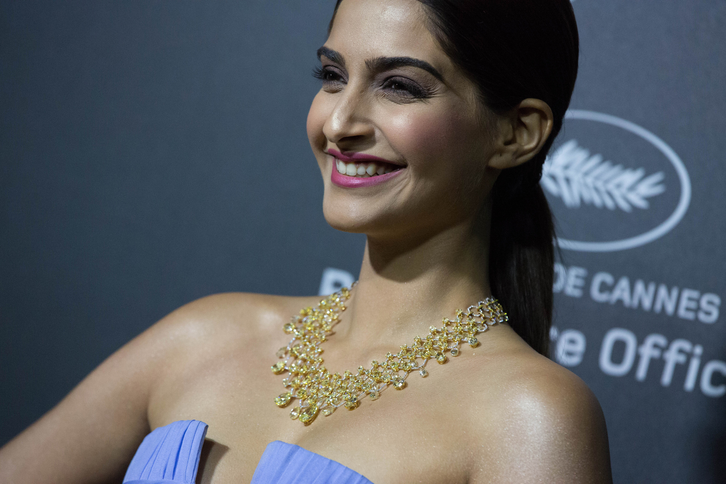 Sonam Kapoor wearing Chopard Jewellery