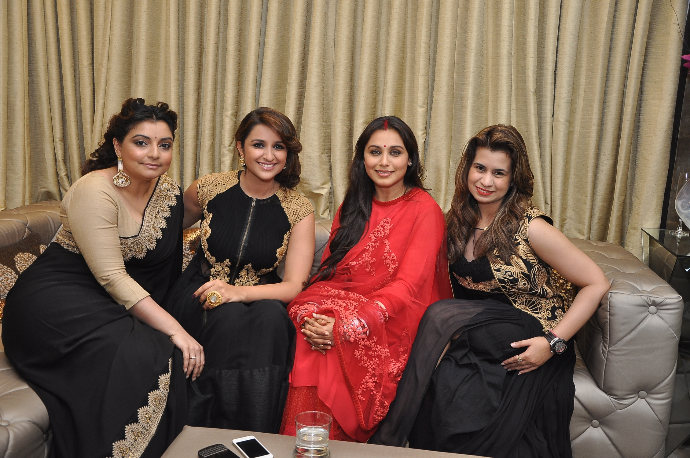 Vaibhavi Merchant, Parineeti Chopra,Rani Mukerji & Sanya Dhir at DIVA'NI store launch