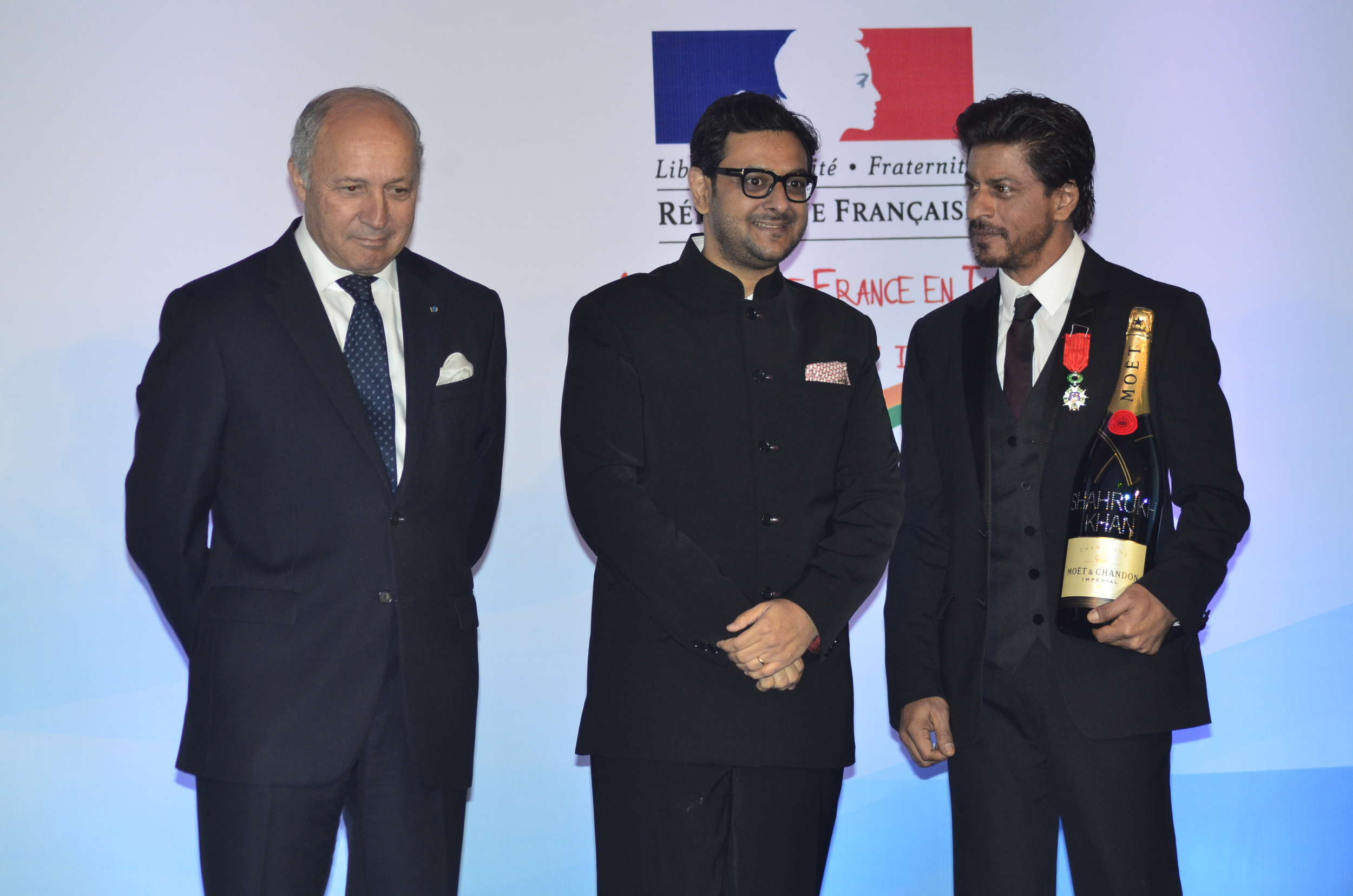 Mr. Laurent Fabius, French Minister of Foreign Affairs and International Development, Gaurav Bhatia, Marketing Director, Moet Hennessy India and Shah Rukh Khan