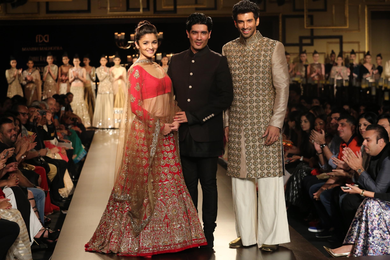 Alia Bhatt, Manish Malhotra & Aditya Roy Kapoor.JPG