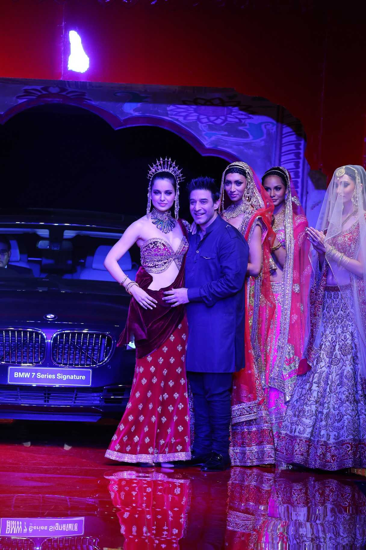 Suneet Verma with Kanagna Ranaut at BMW IBFW 2014 in association with AZVA at DLF Emporio.jpg