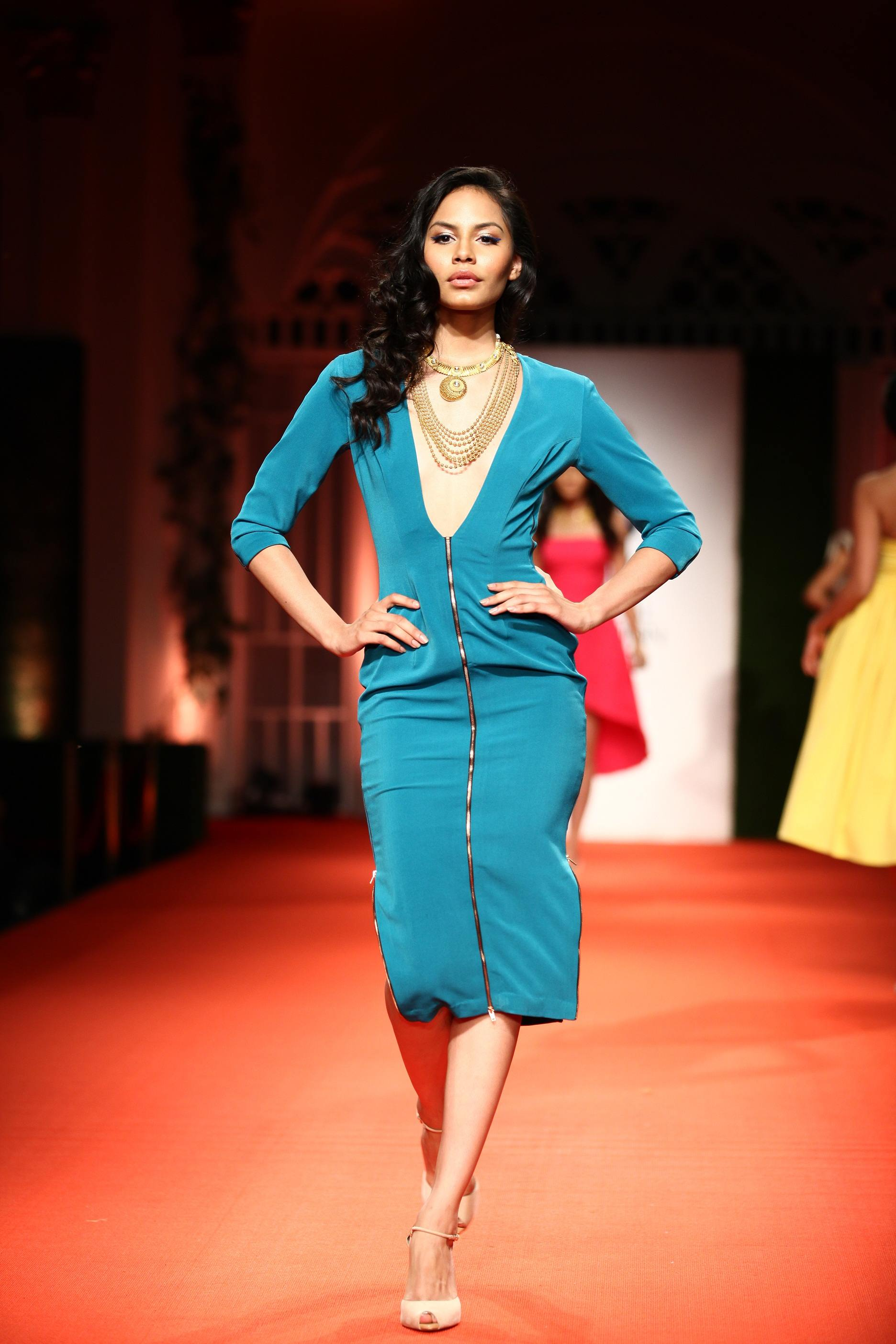 Azva Presents Gold Jewellery in its Most Elegant and Glamourous Avatar at BMW India Bridal Fashion Week 2014 in association with AZVA at DLF Emporio (4).jpg