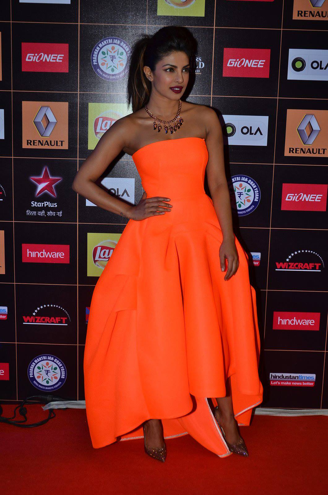 star-guild-awards-2015-priyanka-chopra-1.jpg