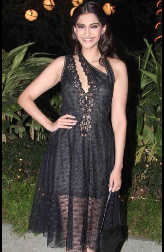 sonam-kapoor-stella-mccartney-farah-khan-birthday-party-1.png