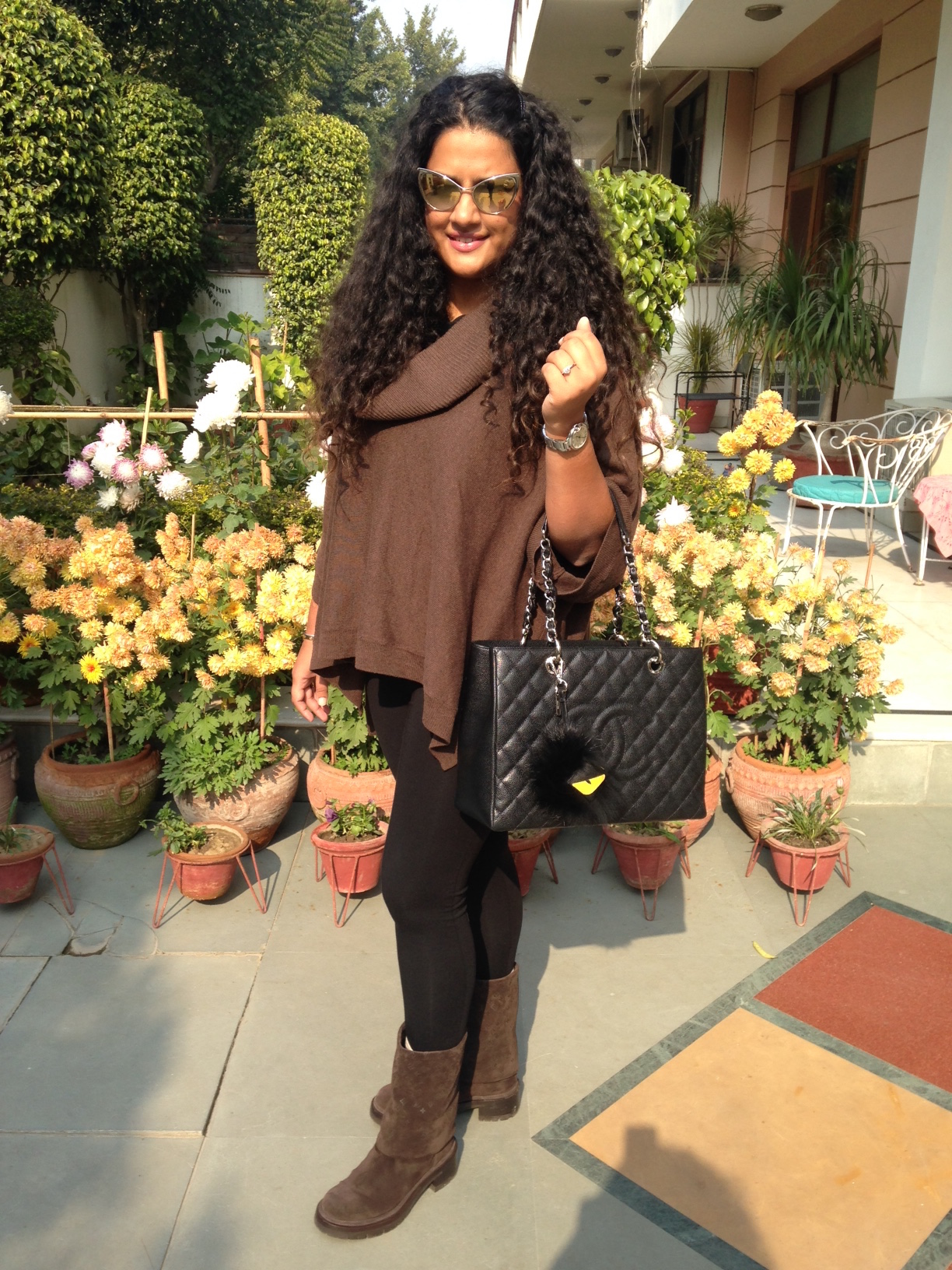 Poncho Sweater Ralph Laure, Boots Louis Vuitton, Tights Asos, Bag Chanel, Sunglasses Tom Ford, Bug Fendi, Watch Cartier
