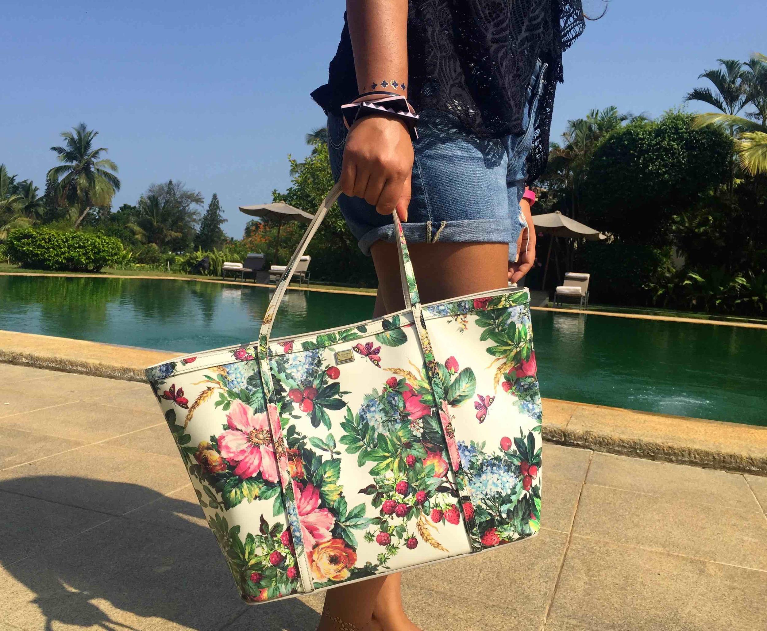Bathing Suit: Ralph Lauren, Shorts: Adriano Goldschmied, Tote: Dolce & Gabbana, Flip-flips: Havaianas, Bangles: Furla, Sunglasses: Gucci