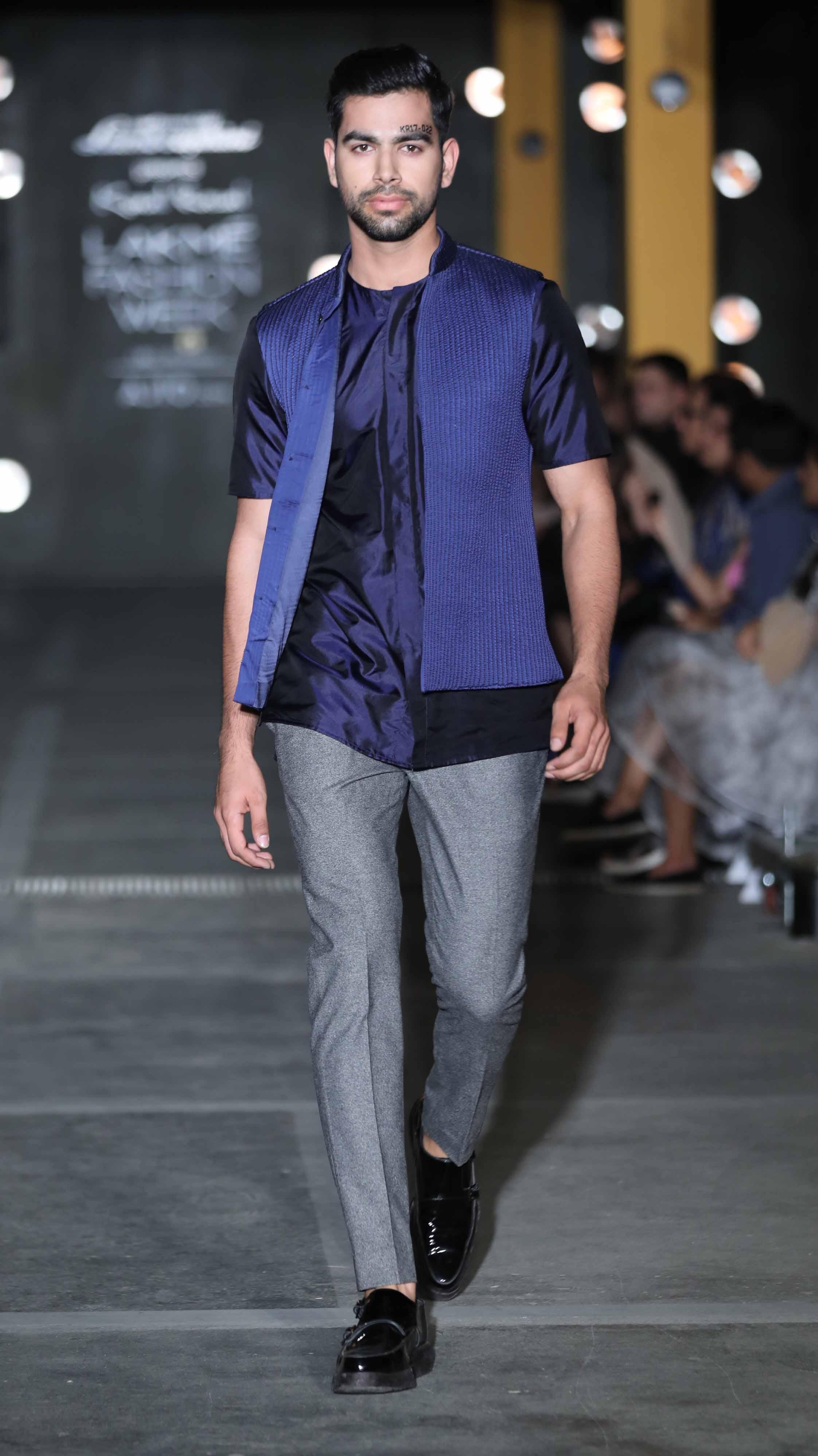 Model walks for Kunal Rawal at LFW SR 17 (2).jpg