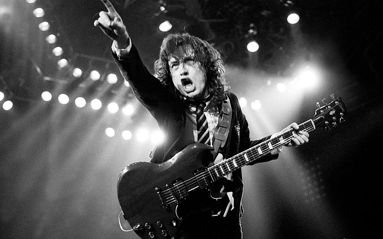 angus_young_of_acdc_points_to_audience_wallpaper_-_1280x800