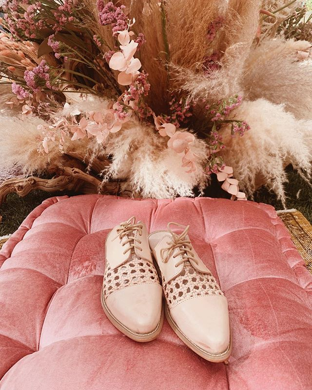 Nestled in the most dreamy floral corner with @wordpressdotcom | Obsessed with this color palette & our new mule styles launching for spring! #handmadeshoes #atelierancestro #chanklas #altsummit #poweredbywordpress