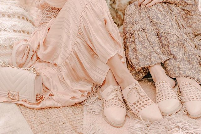 Nestled in a rosy dream | Our SS19 collection celebrates the essence of Spring with ethereal craftsmanship & luxe materials to add a bit of magic to every step! | Plus a peek at that gorge new mule style that has us all falling in love! ❤️ #chanklas #atelierancestro #ss19 #handmadeshoes Gorgeous photography by @skylorpurnick