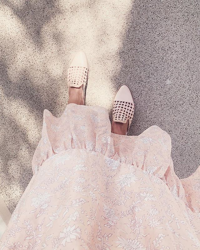 Our Monday vibes - Floral dresses & braided mules forever! #spring #atelierancestro #chanklas #handmadeshoes