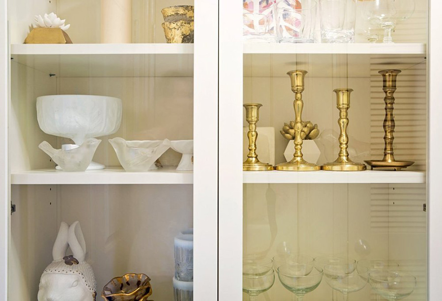 apt1212_glass cabinet.jpg