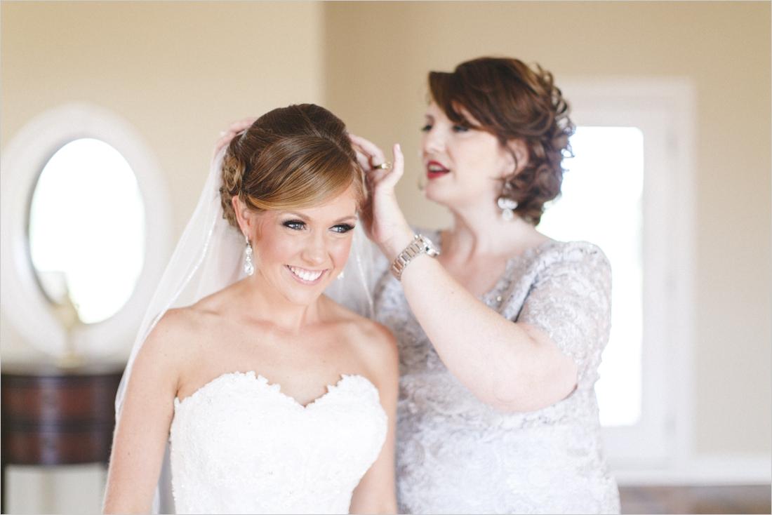 leslie-derek-crosskeys-vineyard-wedding-harrisonbug-va_0005