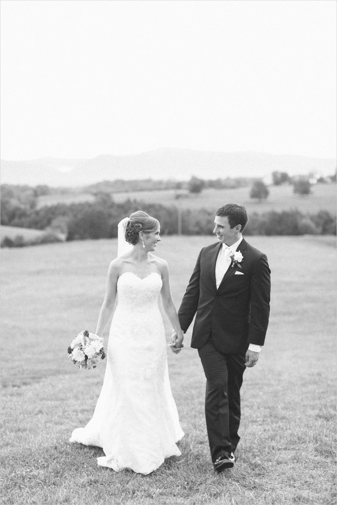 leslie-derek-crosskeys-vineyard-wedding-harrisonbug-va_0038