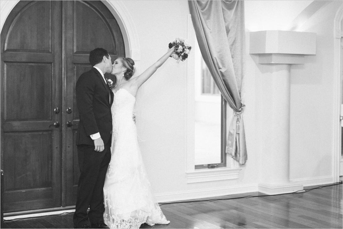 leslie-derek-crosskeys-vineyard-wedding-harrisonbug-va_0055