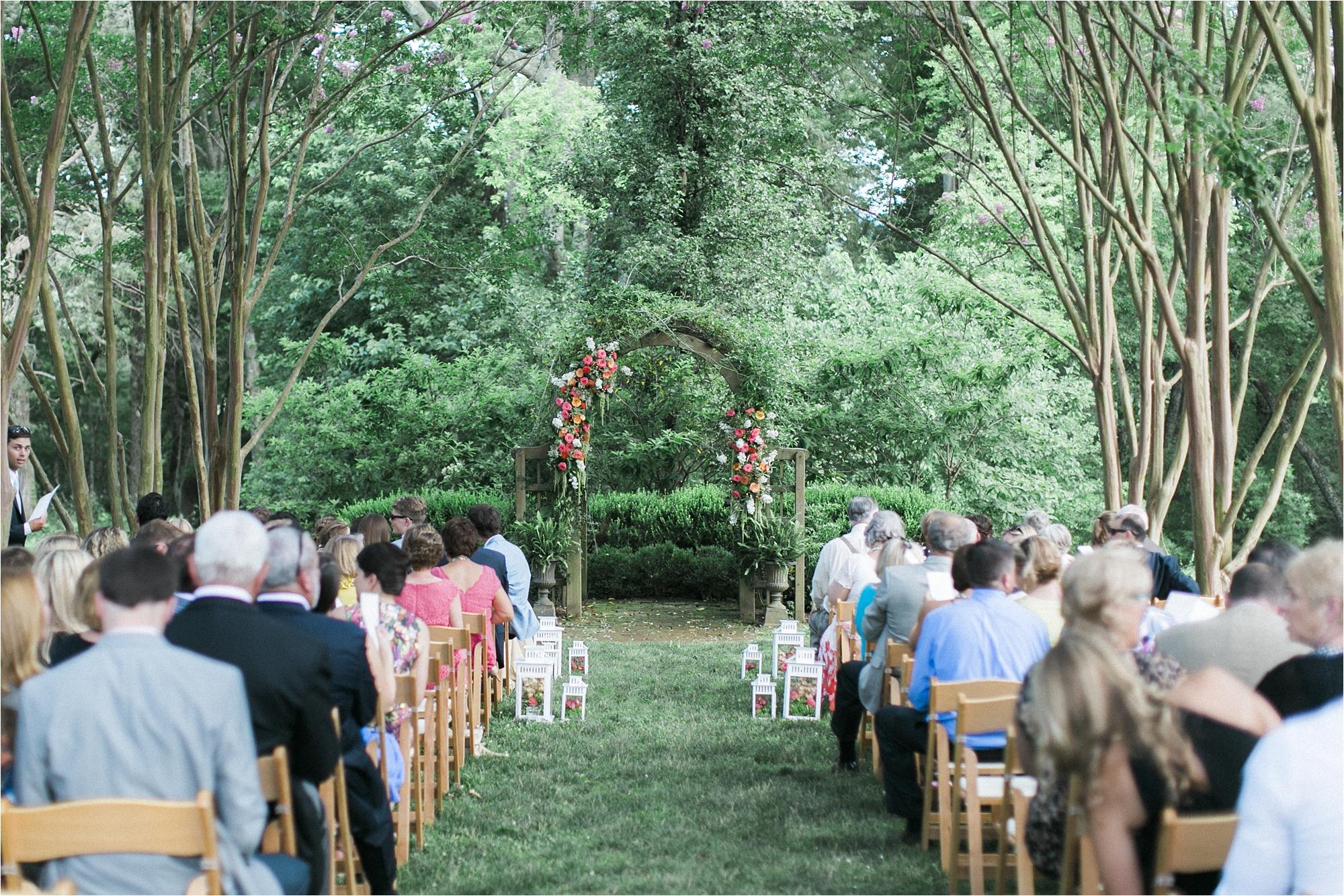 richmond-virginia-tuckahoe-plantation-coral-summer-wedding-stephanie-yonce-photos_0025.jpg