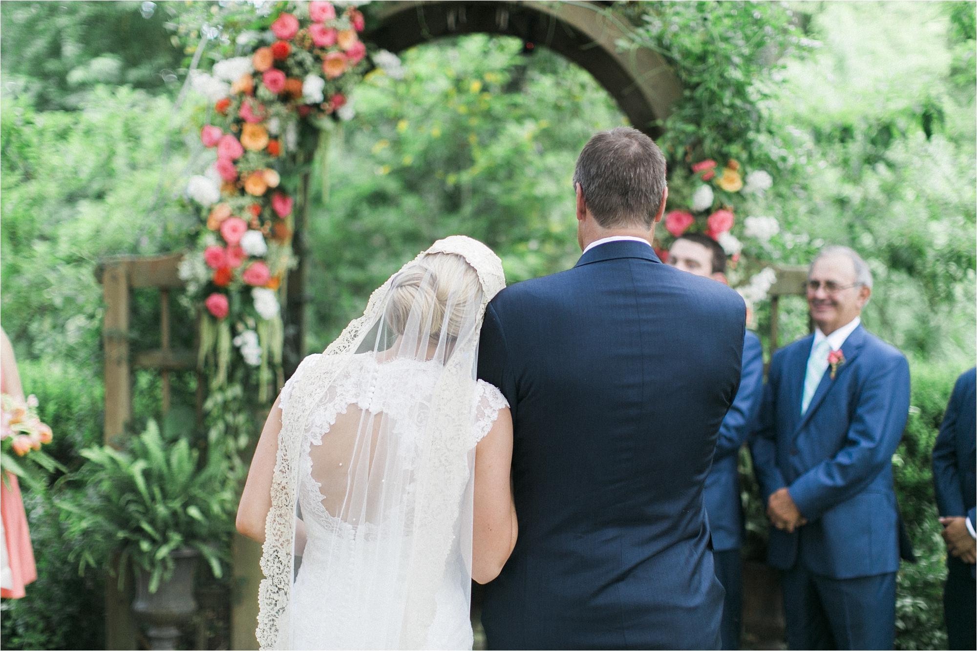 richmond-virginia-tuckahoe-plantation-coral-summer-wedding-stephanie-yonce-photos_0028.jpg