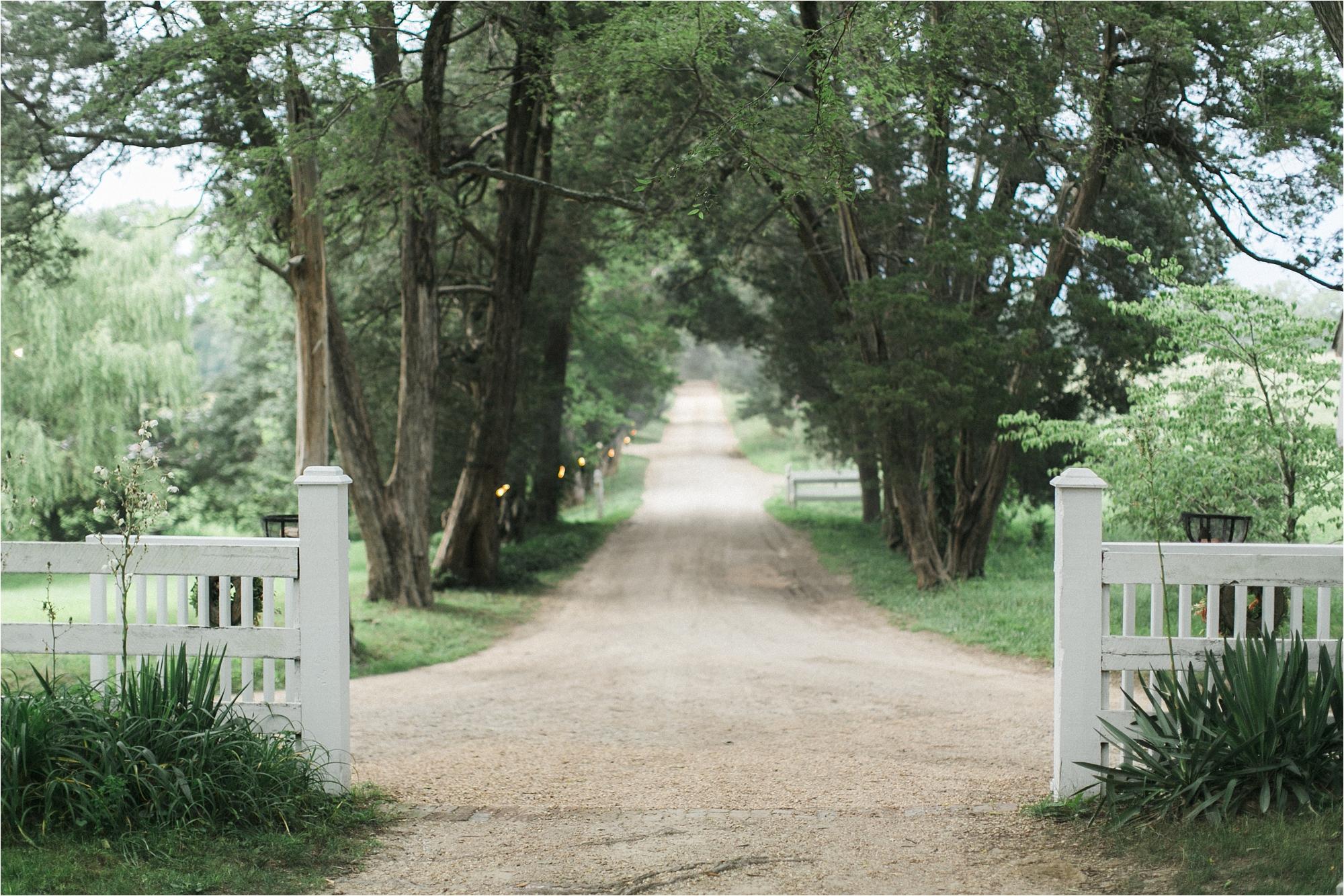 richmond-virginia-tuckahoe-plantation-coral-summer-wedding-stephanie-yonce-photos_0076.jpg