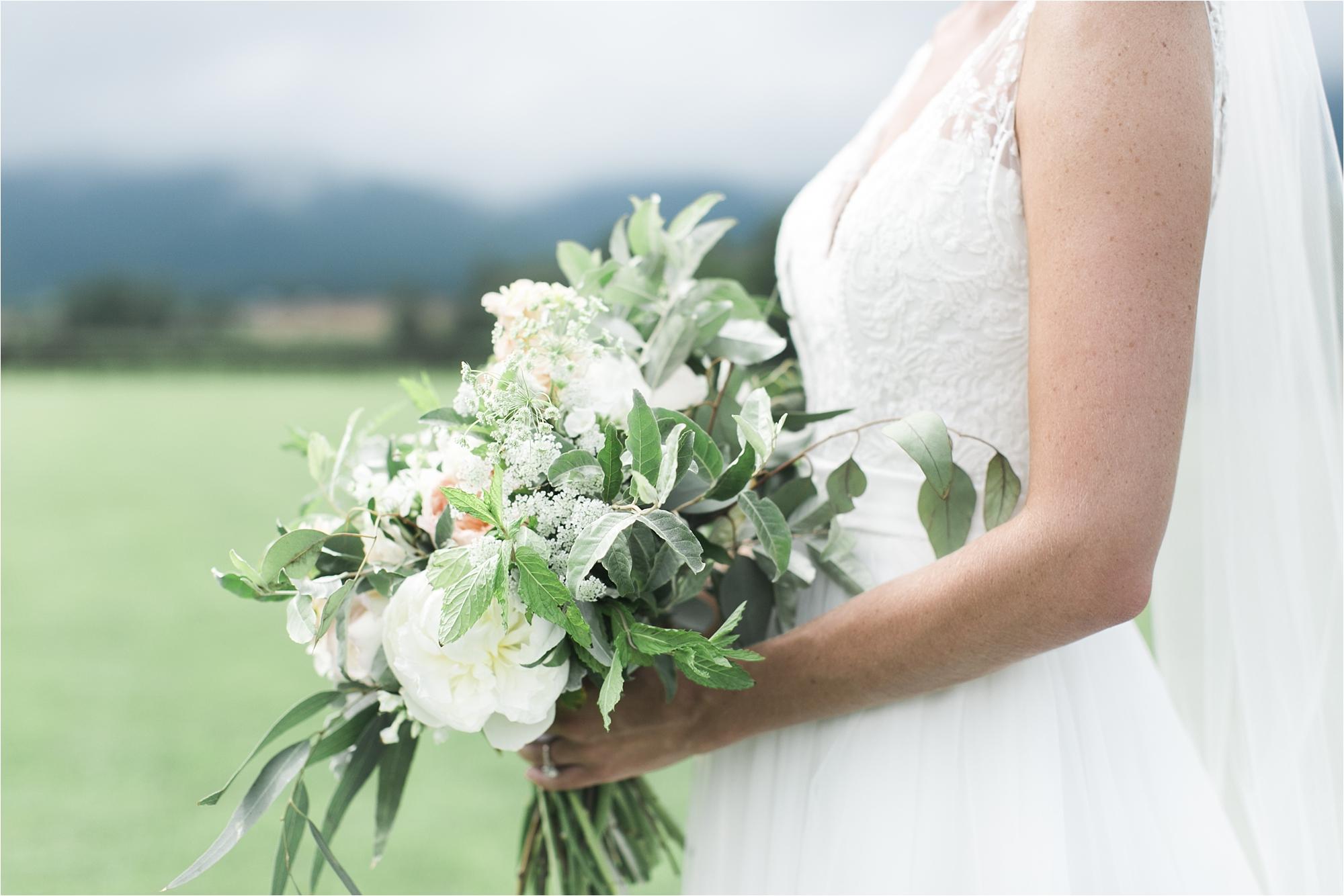 stephanie-yonce-charlottesville-virginia-king-family-vineyard-wedding-photos_0018.jpg